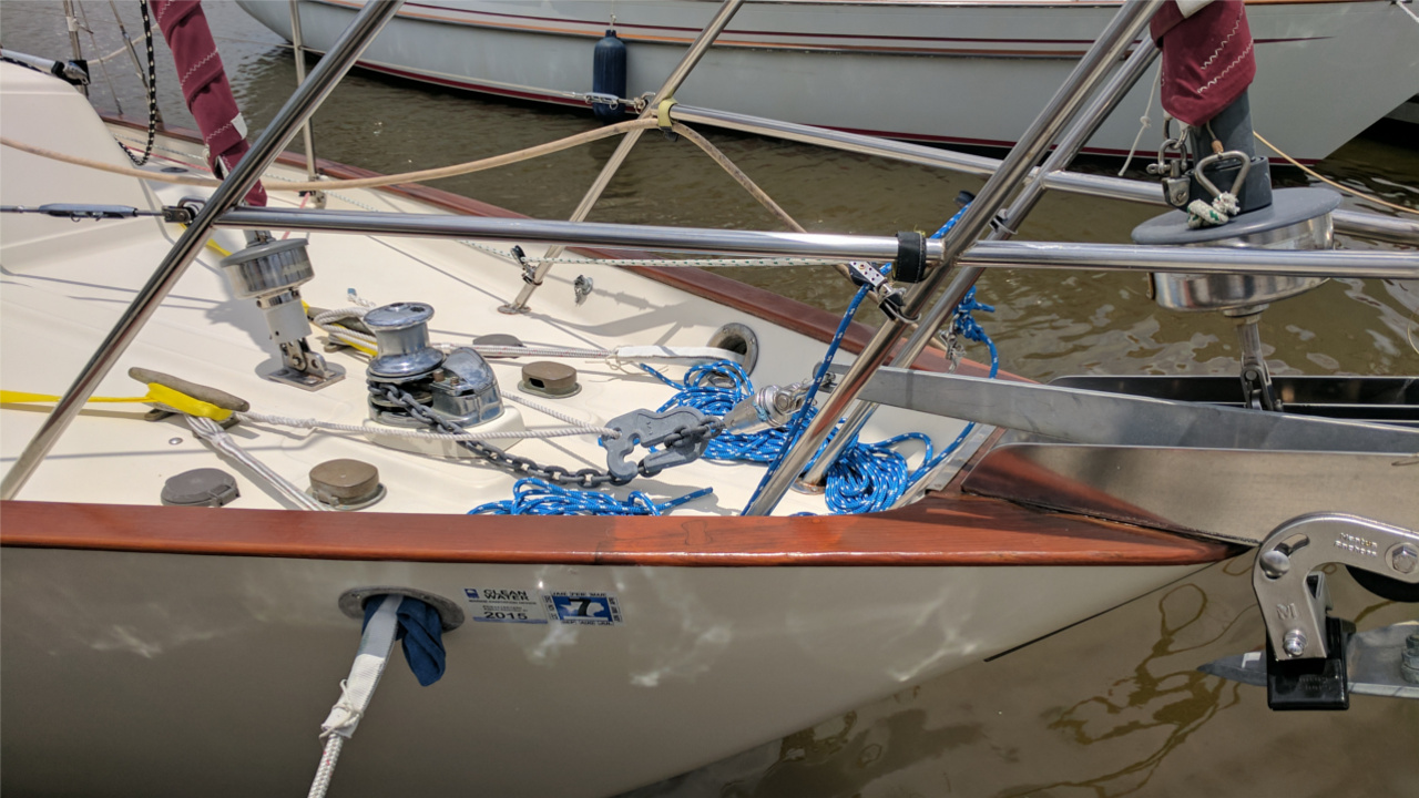 Mantus anchor-swivel-chainhook on sailboat