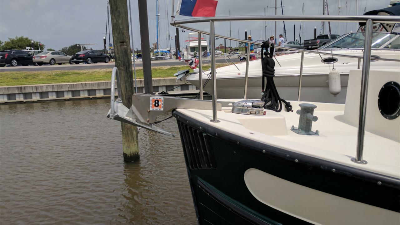 Mantus on Power Boat